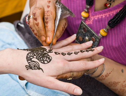 Per saperne di esperienza e l'antica arte di henné