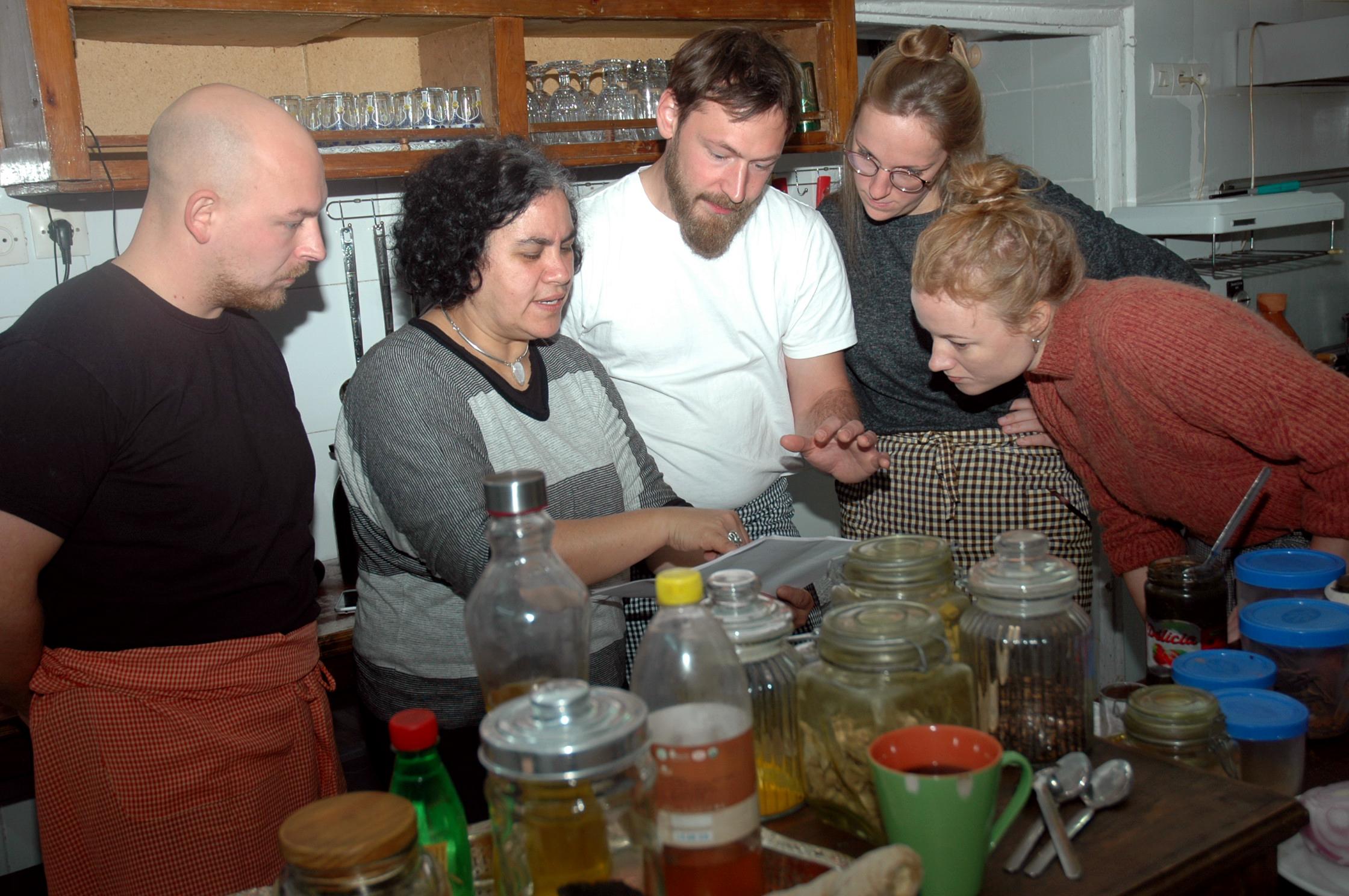 Mouna explaining the spices.
